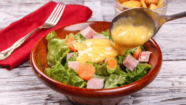 salad-dressing_shutterstock_small